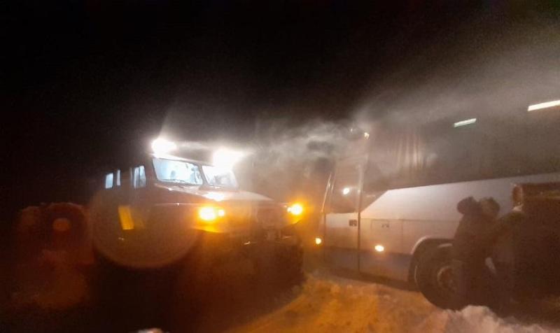 Автобус с пассажирами оказался в снежном плену в СКО