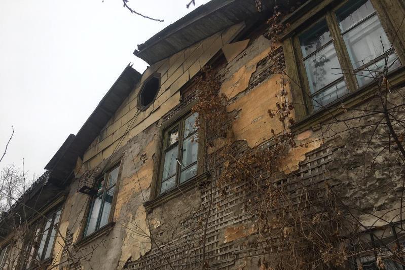 Жильцы аварийных домов в Алматы требуют переселения
