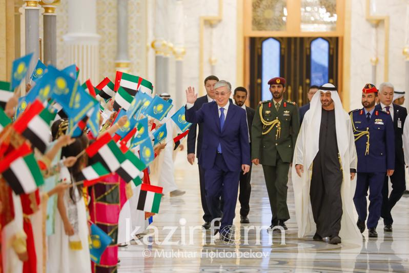 哈萨克斯坦总统会见阿布扎比王储