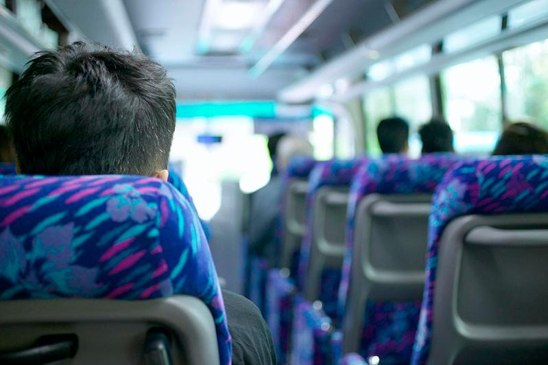 Пассажирские перевозки автобусами выросли на 6% за год, поездки в такси сократились на 3%