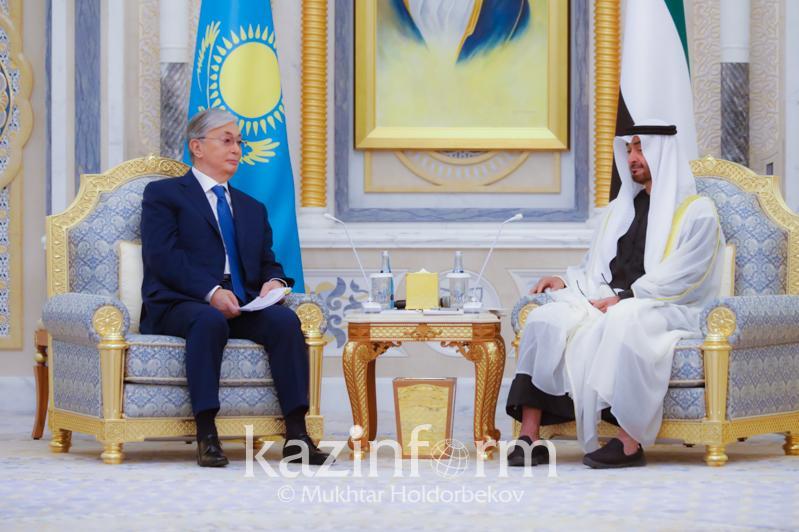 托卡耶夫总统指出对阿拉伯联合酋长国进行的正式访问目的
