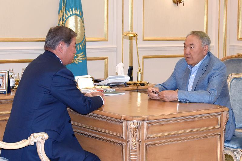 """首任总统接见""""萨姆鲁克-卡泽纳""""国家基金主席叶西莫夫"""