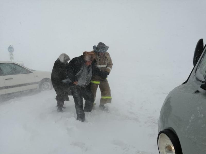 133 машины застряли на трассе в Жамбылской области