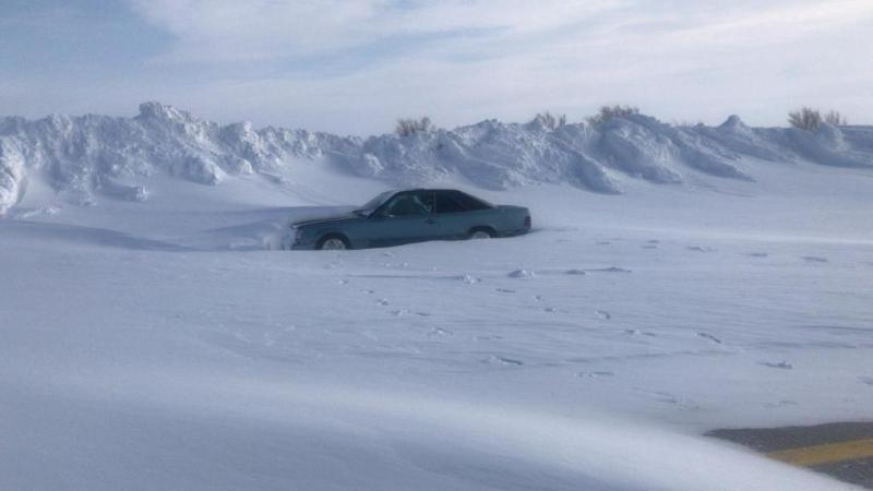 Около 200 автомобилей вызволили из снежного плена в Карагандинской области
