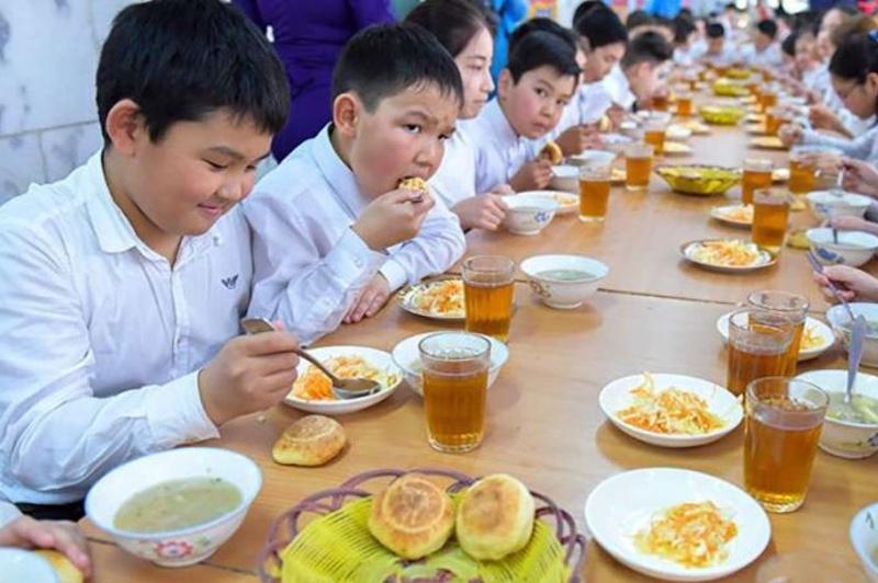 Более 27 тыс. школьников Туркестанской области обеспечены бесплатным горячим питанием