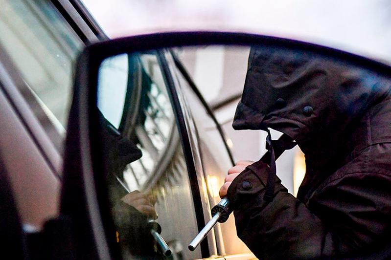 Угонщиков дорогих авто обезвредили в Алматинской области