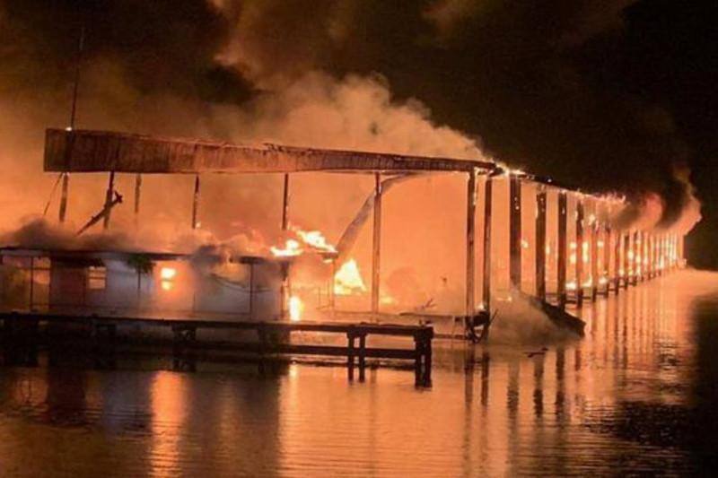 美国亚拉巴马州船坞失火 已致8人死亡
