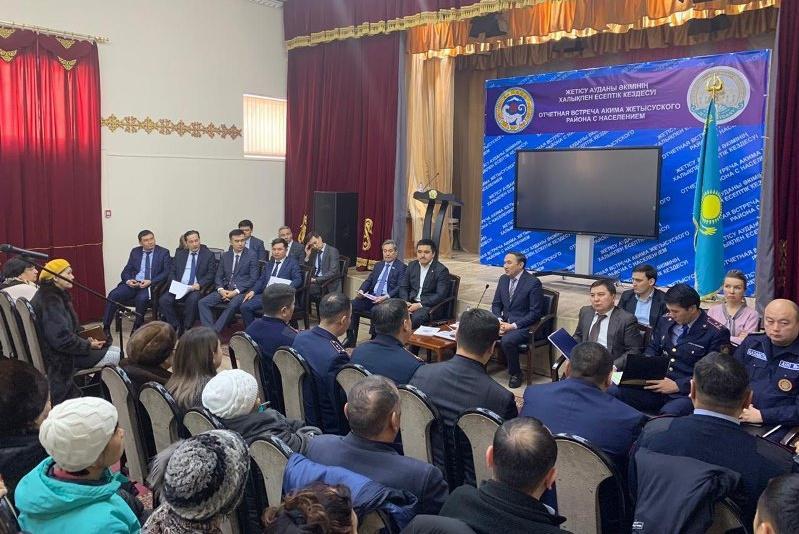 Социально-значимые вопросы города подняли алматинцы на встрече с районным акимом