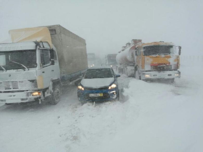 228 автомашин застряли на трассах Жамбылской области