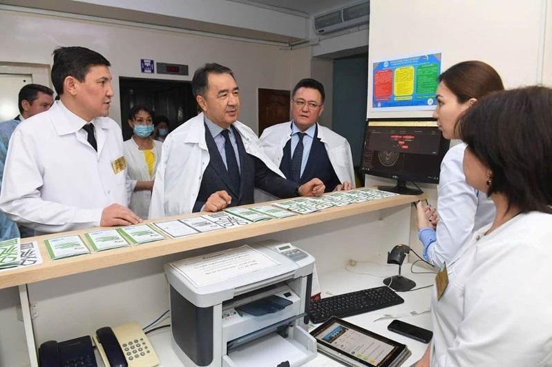 Работу поликлиник в условиях ОСМС проверил аким Алматы