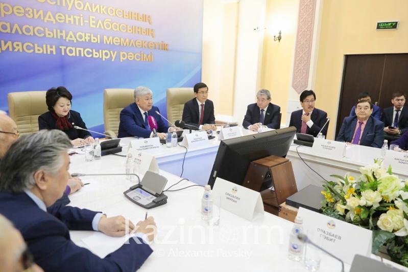 Мэтрам казахстанской литературы и искусства вручили стипендию Первого Президента в Алматы