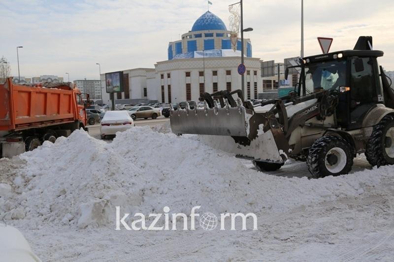 На уборке снега в Нур-Султане работают 1 700 единиц техники