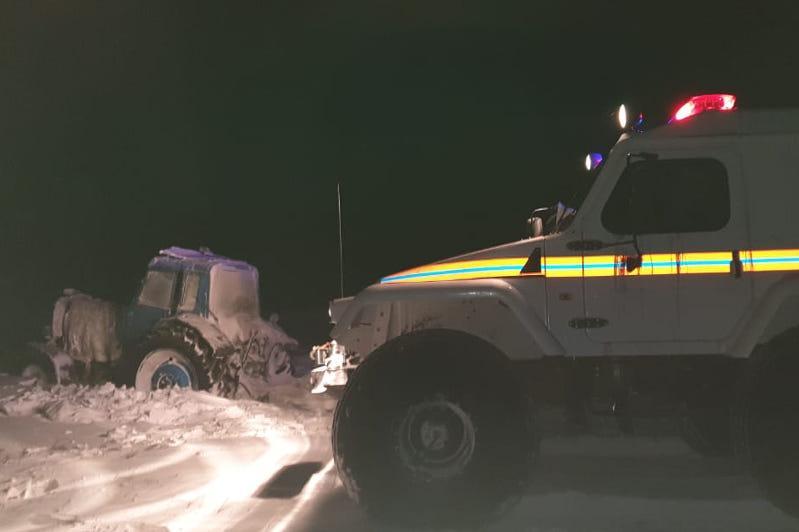 Мужчину в сломавшемся тракторе спасали в Павлодарской области