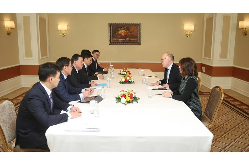 PM meets with foreign experts in innovations and digitalization