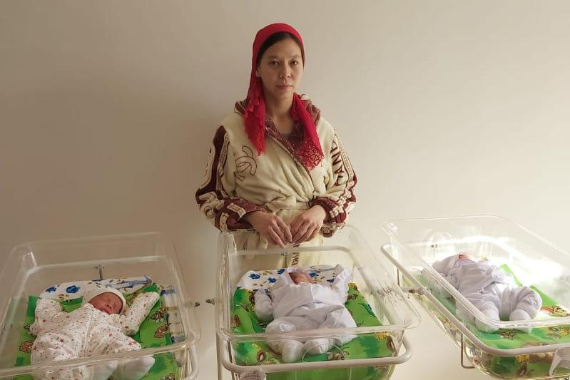 18yo mother welcomes triplets