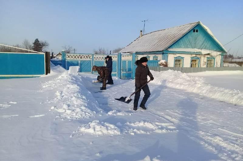 Полиция очистила дороги к домам пенсионеров в Павлодарской области