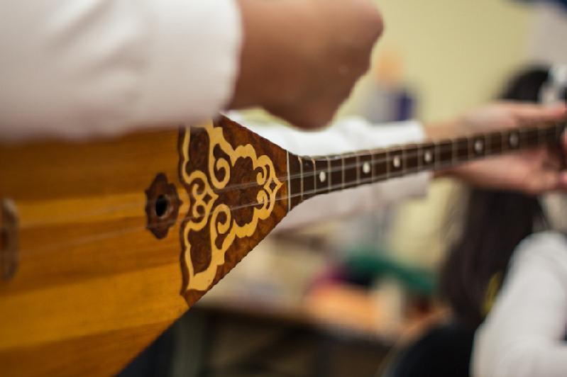 全国阿肯弹唱大会将在首都举行 庆祝阿拜诞辰175周年