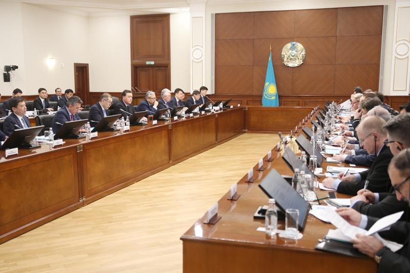 马明同欧盟成员国外交使团代表举行会议
