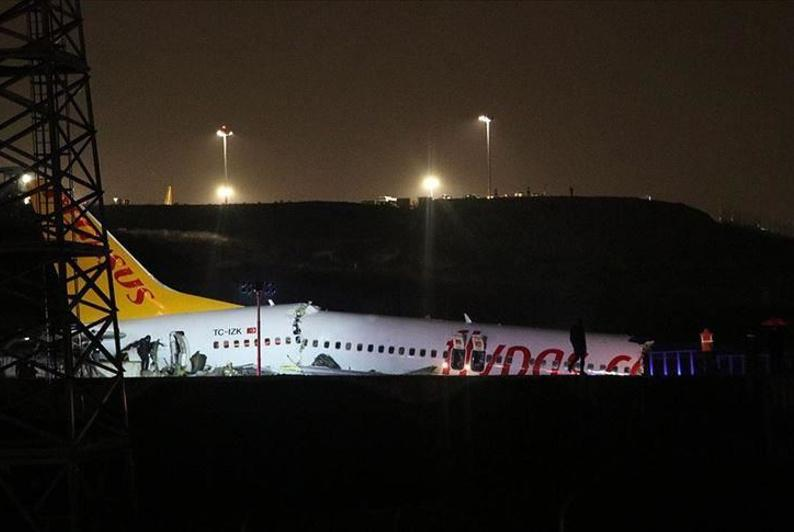 Turkey: Plane skids off runway at airport in Istanbul