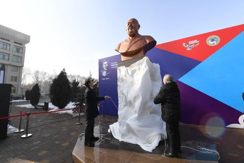 阿拜雕像揭幕仪式在阿拉木图举行