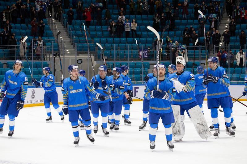 冰球:哈萨克斯坦队在小组赛的排名升至第一位