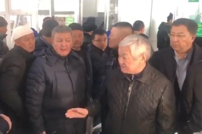 Вице-премьер встретился с казахстанцами на границе с Кыргызстаном: жители Кордая возвращаются в родные дома