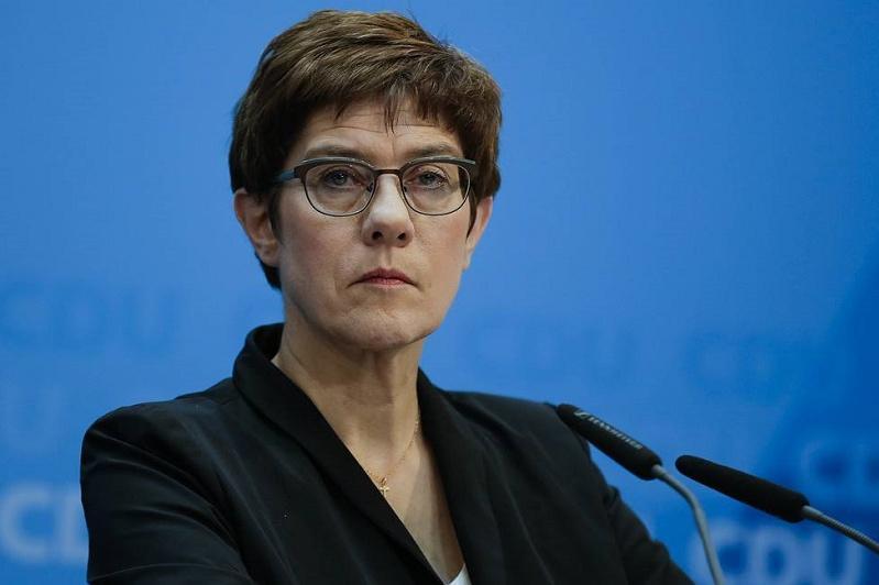 Крамп-Карренбауэр уходит с поста лидера правящей партии Германии