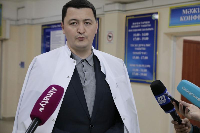 Вице-министр здравоохранения навестил аксакала, пострадавшего в Кордайском районе