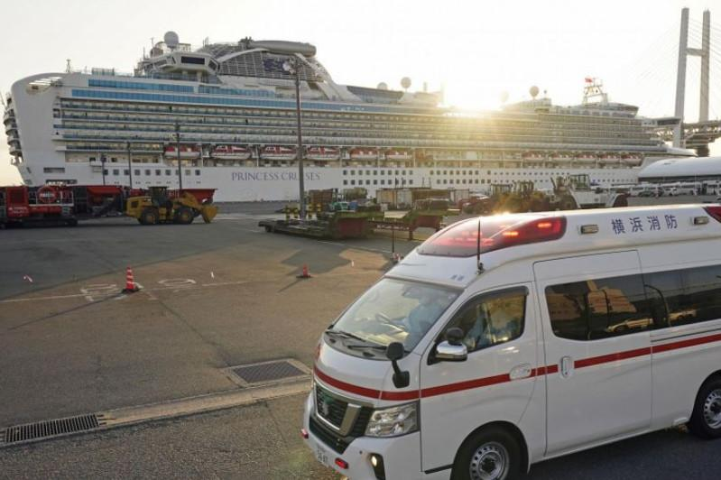 Virus cases top 200 in Japan as 40 more found infected on cruise ship
