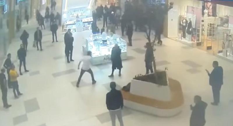 Иностранец с ножом напугал посетителей ТРЦ столицы