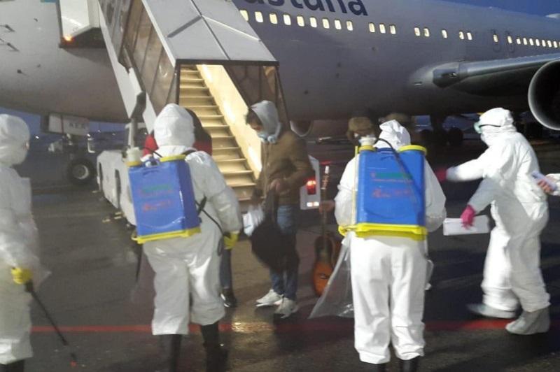 从中国撤离的211人抵达阿拉木图
