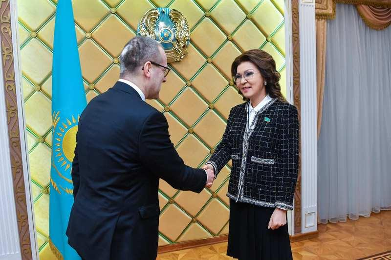 Kazakh Senate Speaker, WHO reps debate healthcare issues