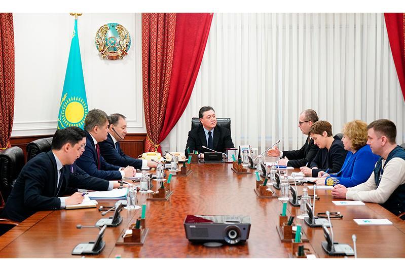 Аскар Мамин встретился с директором Европейского регионального бюро ВОЗ Хансом Клюге