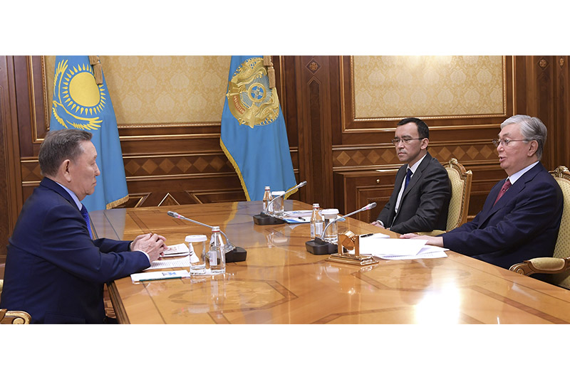 托卡耶夫总统接见社会功勋人士
