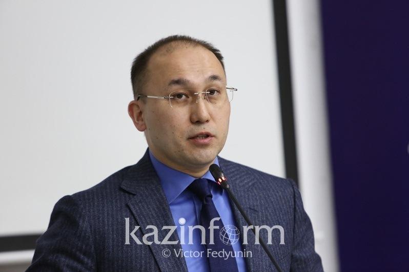 Даурен Абаев считает неэтичным обсуждать посты Айсултана