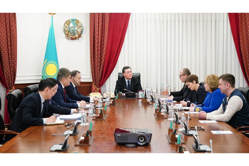 PM Askar Mamin, WHO Regional Director for Europe Hans Kluge met