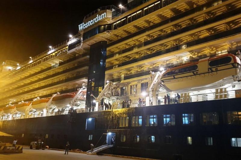Коронавирус: 5 ел бас тартқан круиздік лайнерді Камбоджа қабылдады