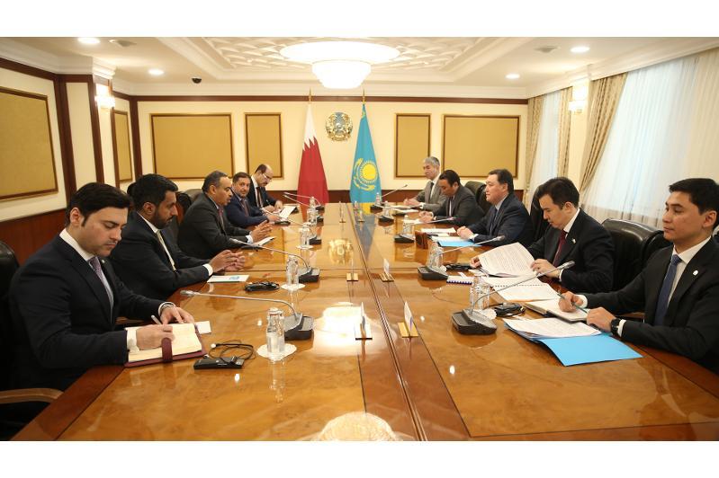 Премьер-Министр РК провел встречу с министром торговли и индустрии Катара