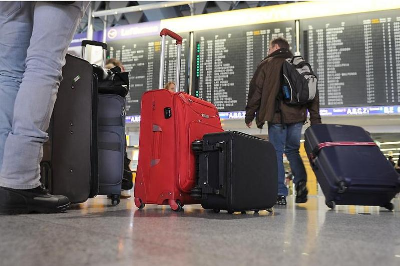 Крупную сумму денег украли в аэропорту у пассажира в Нур-Султане