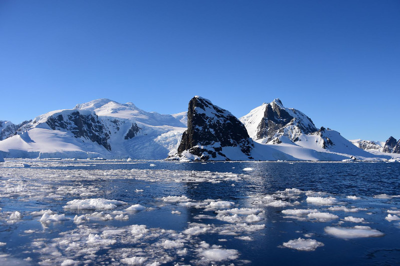 Гигантский айсберг откололся от ледника Пайн-Айленд в Антарктиде