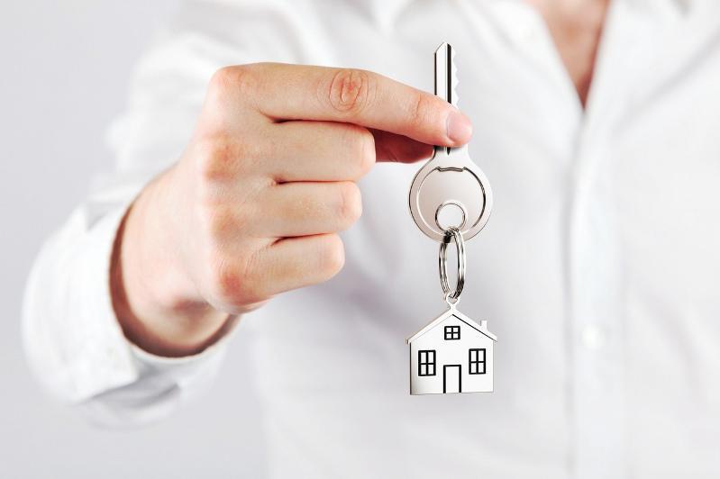 Ключи от квартир вручил аким Костанайской области работникам сферы здравоохранения
