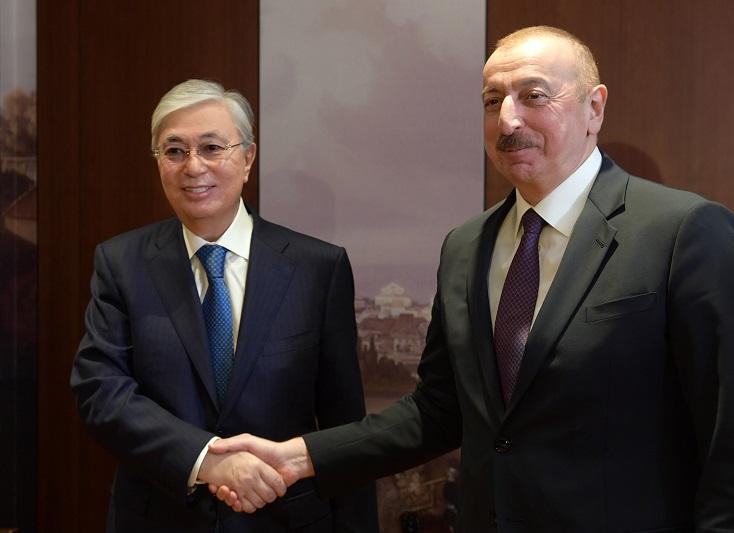 Касым-Жомарт Токаев пригласил Ильхама Алиева посетить Казахстан с официальным визитом