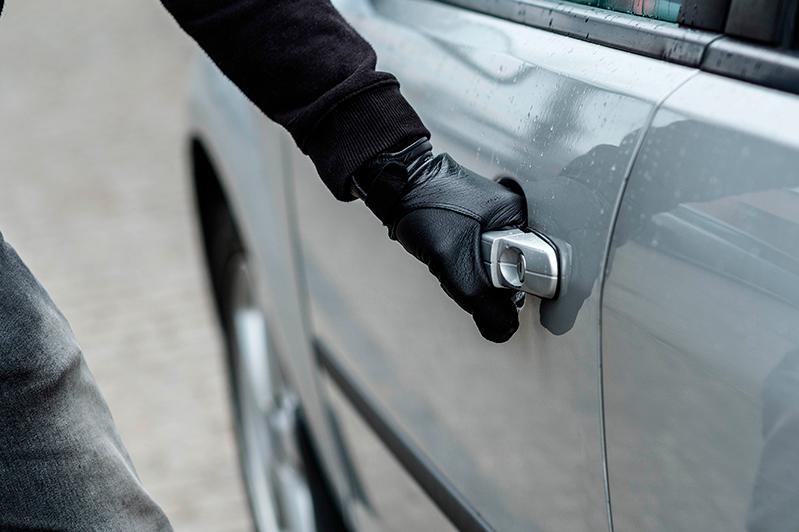 Укравший из машины 12 млн тенге задержан столичными полицейскими в Алматы