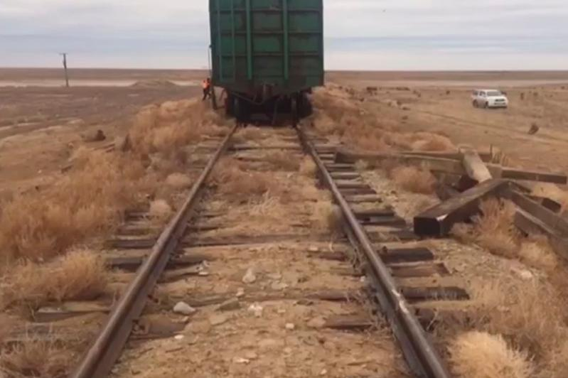 Пять вагонов сошли с рельсов в Атырауской области