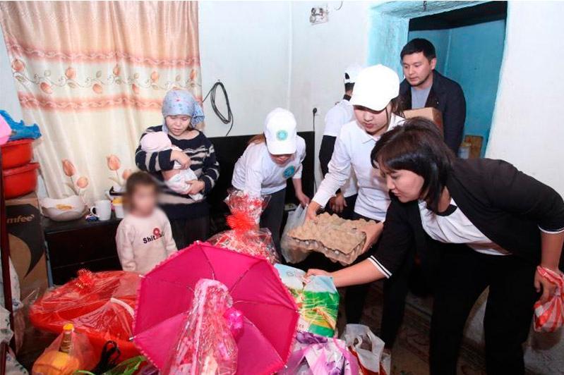 Жамбылские волонтеры провели обряд «Қырқынан шығару»