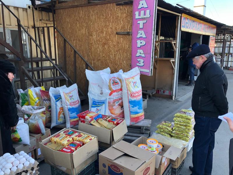 Бердибек Сапарбаев посетил продуктовые рынки в Таразе
