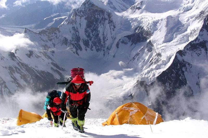 Не ходить в горы и не парковаться под деревьями рекомендуют спасатели Алматы