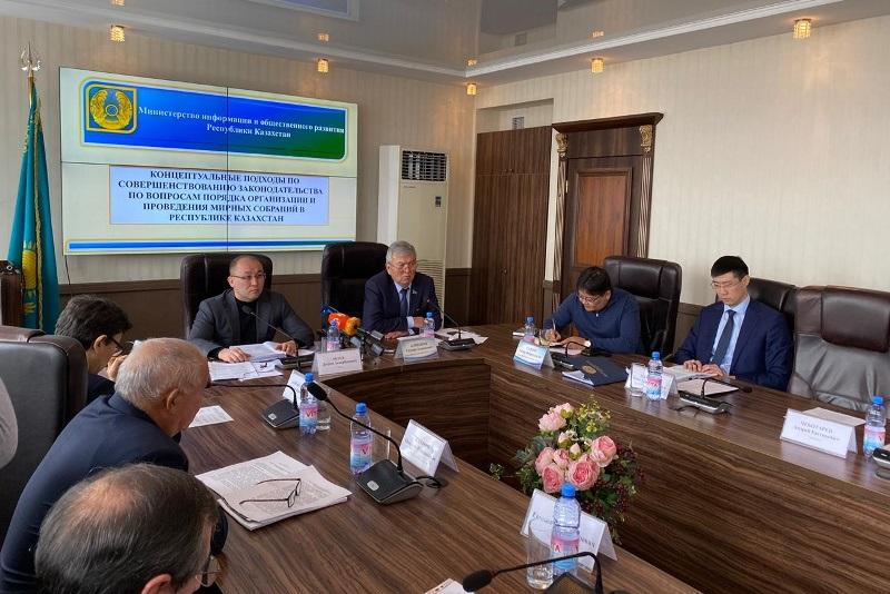 Даурен Абаев рассказал о сильных сторонах законопроекта о мирных собраниях
