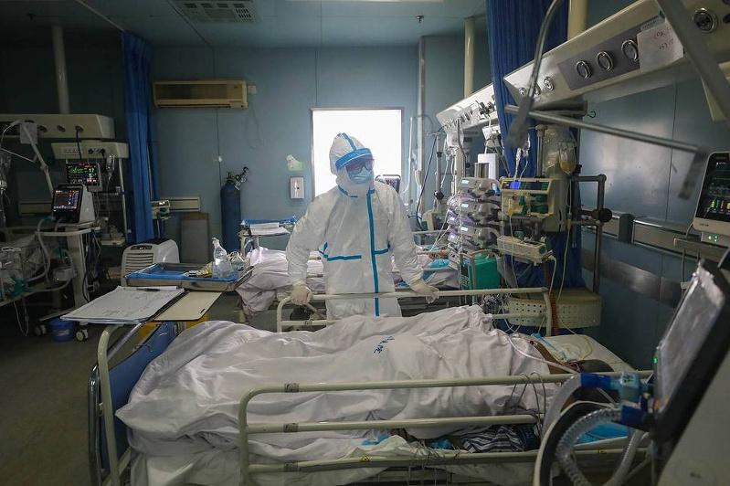 China reports 2,048 more coronavirus cases, 105 deaths