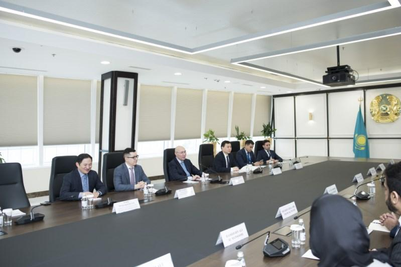 Qatari delegation headed by Minister of trade and industry visit AIFC